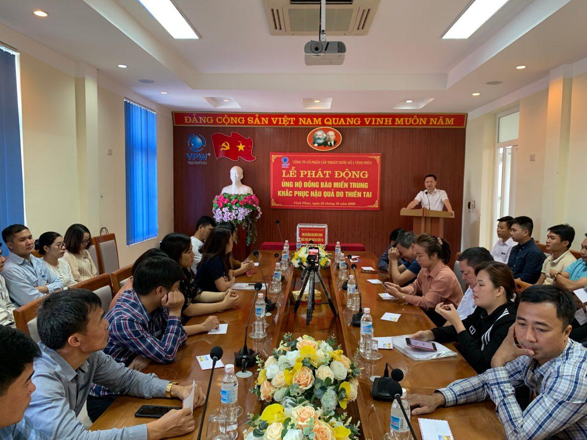 Công ty cổ phần cấp thoát nước số 1 Vĩnh Phúc quyên góp ủng hộ  đồng bào các tỉnh miền Trung khắc phục thiên tai